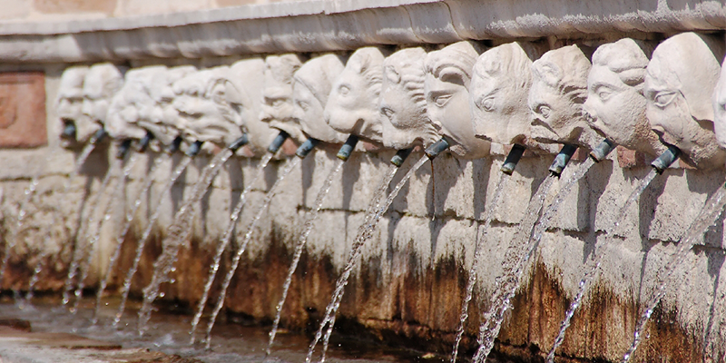 Fontana Delle 99 Canelle